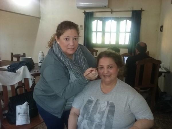 """Maquillaje para cine, producción de maquillaje en la película """" La Ballester Molina"""" en esta foto maquillando a la protagonista."""