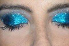 Maquillaje realizado por Vicky Vovchuk tonos azules y celestes con Brillo