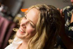 Naty, novia que eligio Villa La Angostura para su boda al aire libre. Foto de Andy Dugour