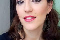 Makeup esfumado en ojos y labios color ciruela